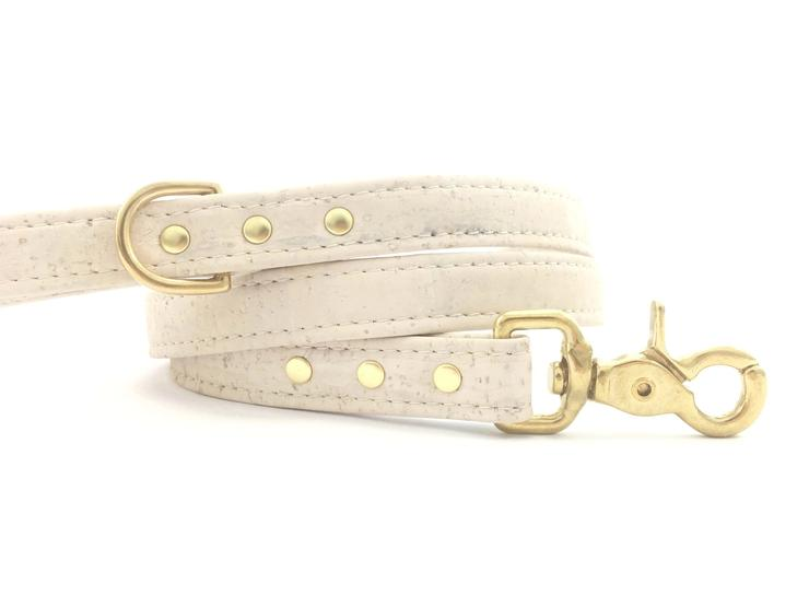 White_Dog_Puppy_Lead_Vegan_Cork_Leather_4aa77fe8-5bbb-48a3-9e65-89c4d991ec06_740x